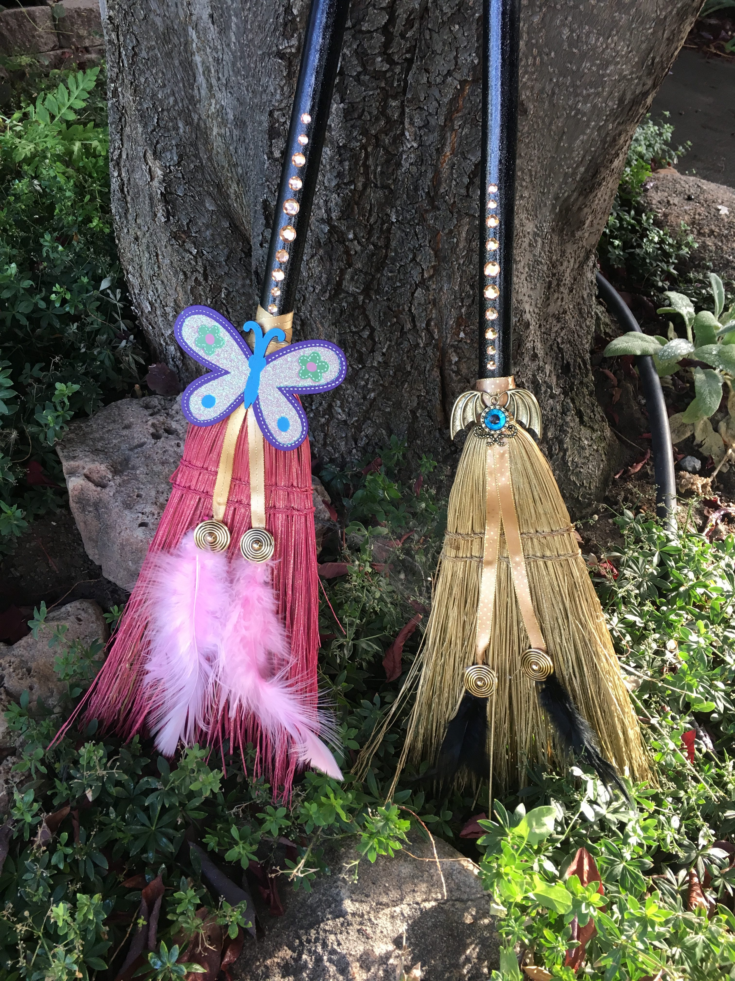 Costumes de sorcière: les balais