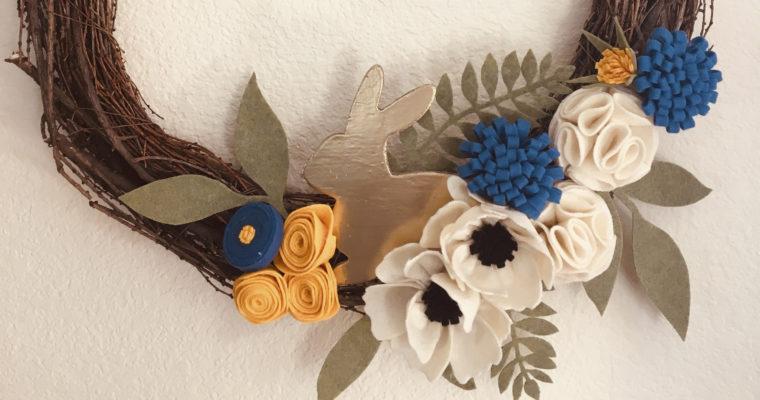Couronne de Pâques avec fleurs en feutrine