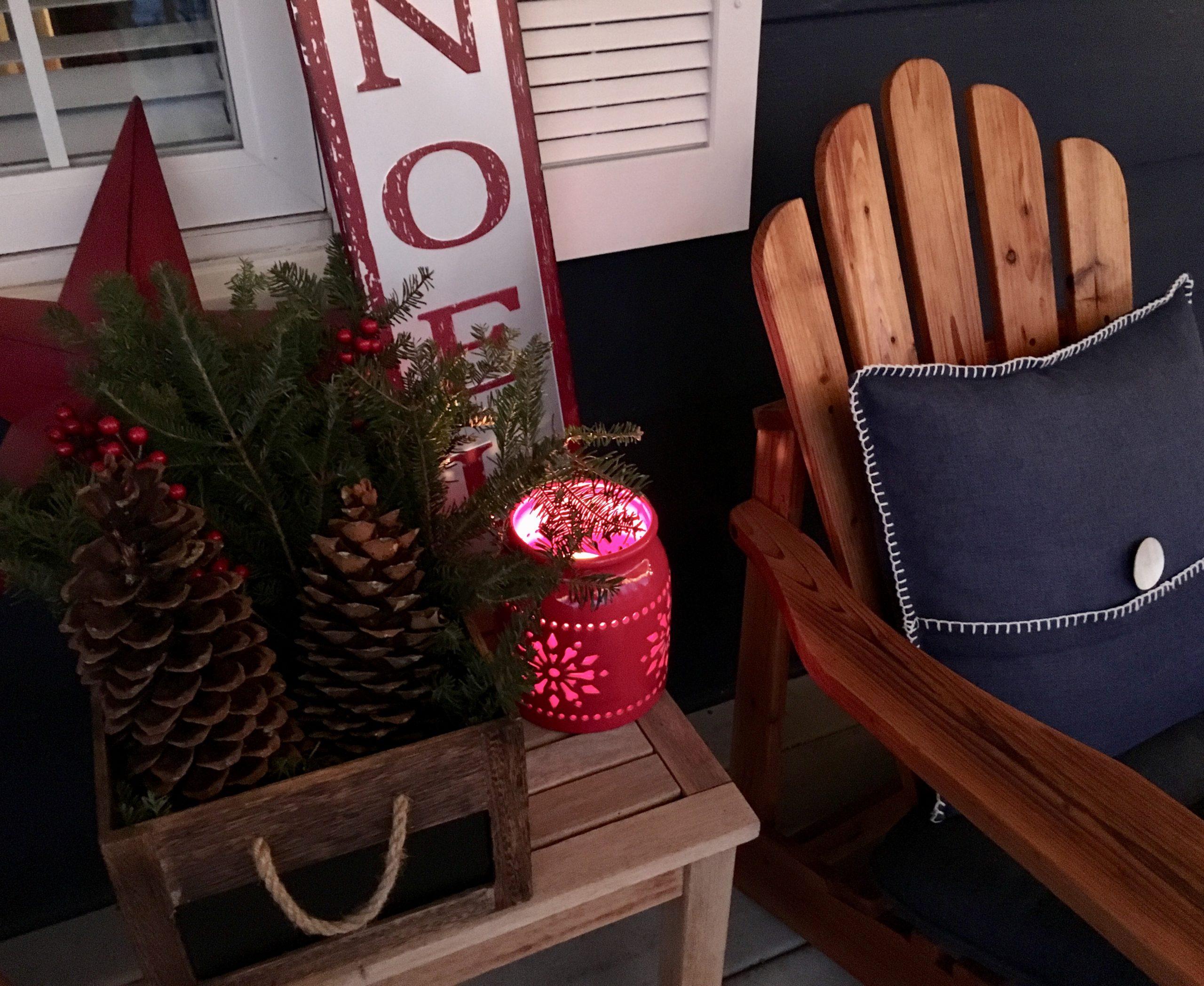 Un autre panier de Noël sur le porche